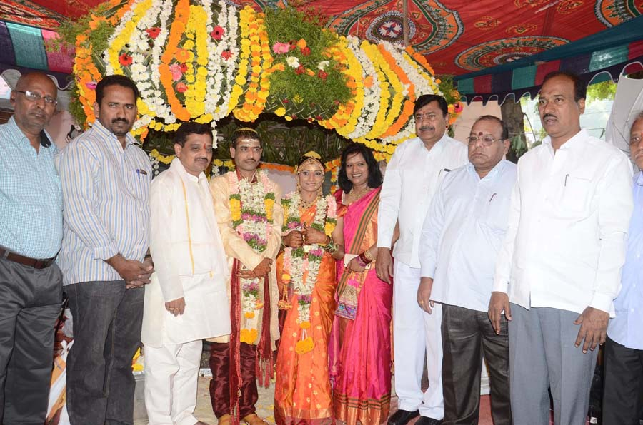 Supported Deaf And Dumb couple Marriage In Hanmakonda